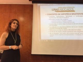 María José Lunas comienza su ponencia