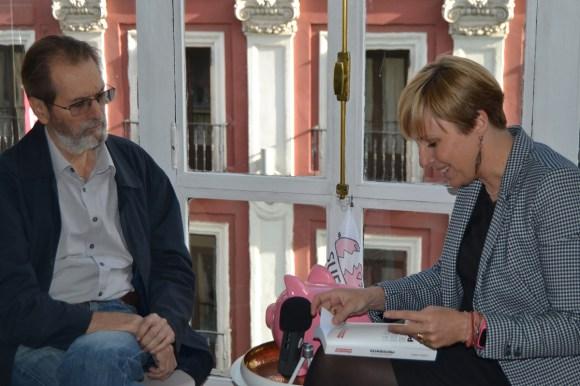 Andreu Missé y Patricia Suárez en la sede de ASUFIN.