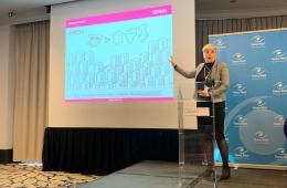 """Patricia Suárez, en Bruselas: """"Aún luchamos contra los productos tóxicos de la banca en favor de muchos afectados"""" Watch_conferencia anual"""