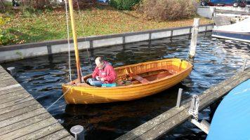 Auch die kleinen Boote bekommen Aufmerksamkeit.