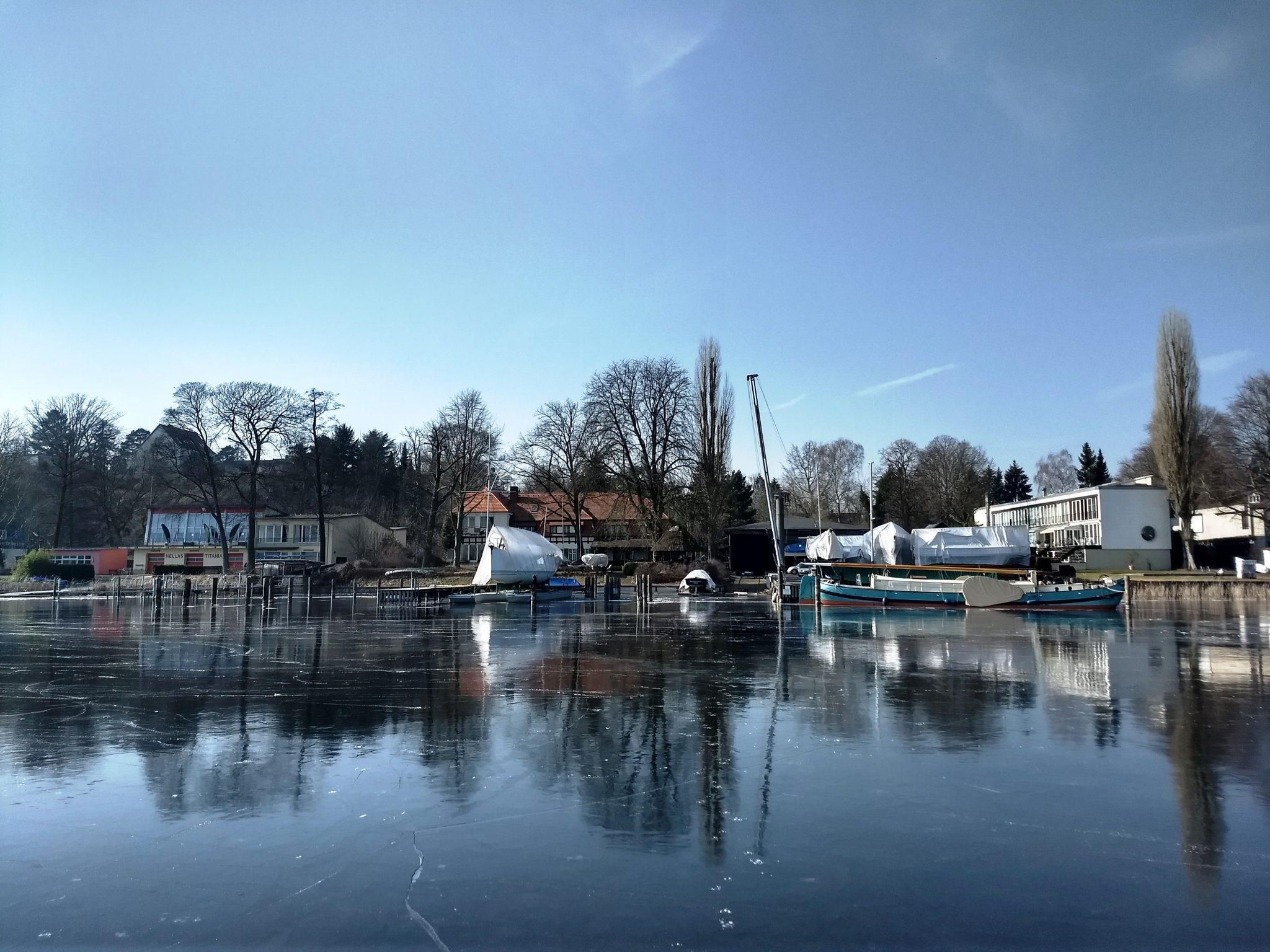 Seglerhaus vom Eis aus