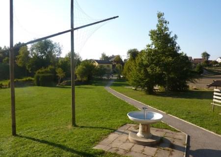 La cabane de Froideville et son paisible voisinage