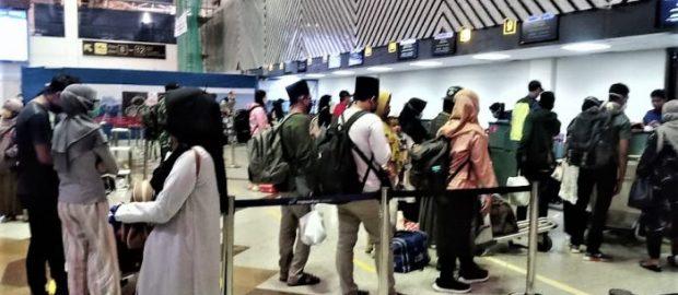Gelombang Pemulangan Santri Ponpes Terlihat di Bandara Juanda Surabaya