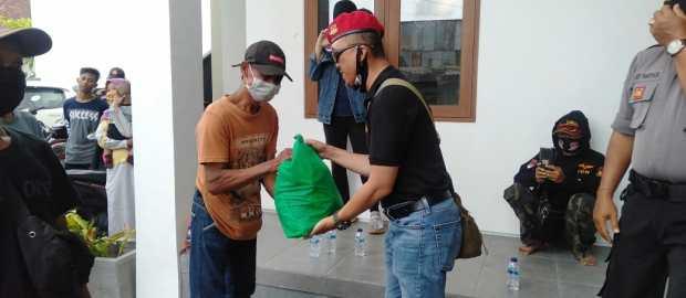 Tempati Kantor Baru, PGN Bali Kembali Berbagi Sembako dengan Warga