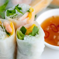Vietnamese spring rolls with prawn and mango