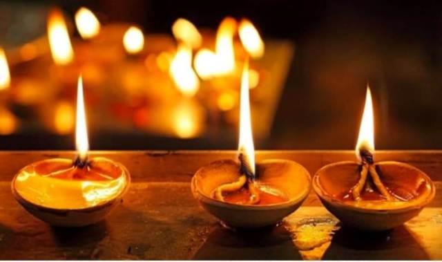 Lampu deepavali simbolik ilmu atau 'Cahaya Dari Dalam'