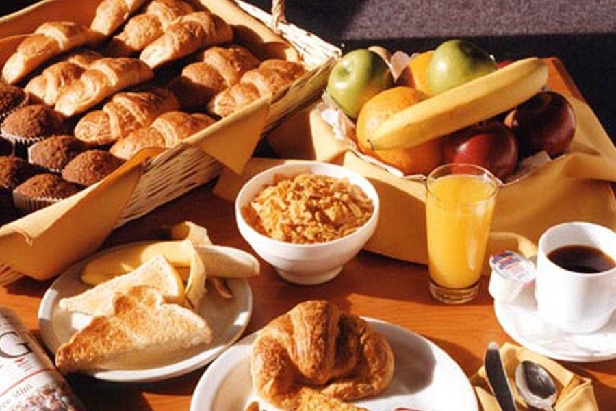 Petit Djeuner French Table