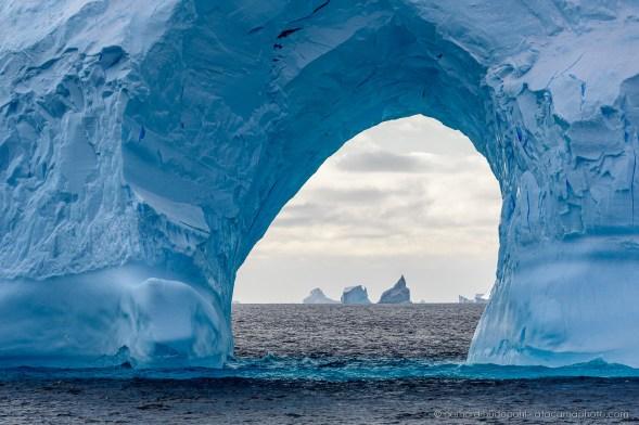 Giant iceberg arc in the Ross Sea, Antarctica
