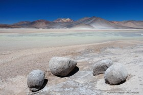 Boulders at the colorful Salar de Aguas Calientes