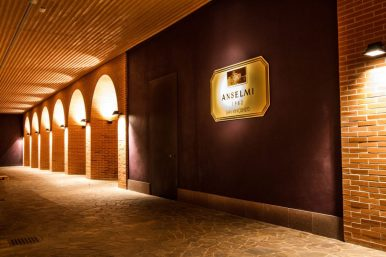 Roberto Anselmi cellar2