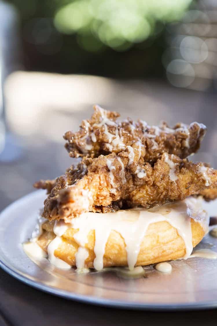 Dirty Clucker, Gourdough's, Austin, Fried chicken, Doughnut
