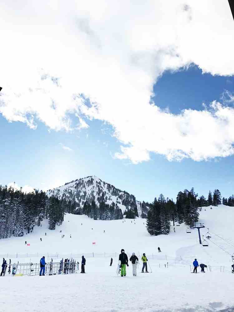 Skiing on Mammoth Mountain