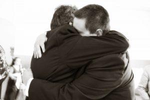 hugging-571076_1920 (800x533)