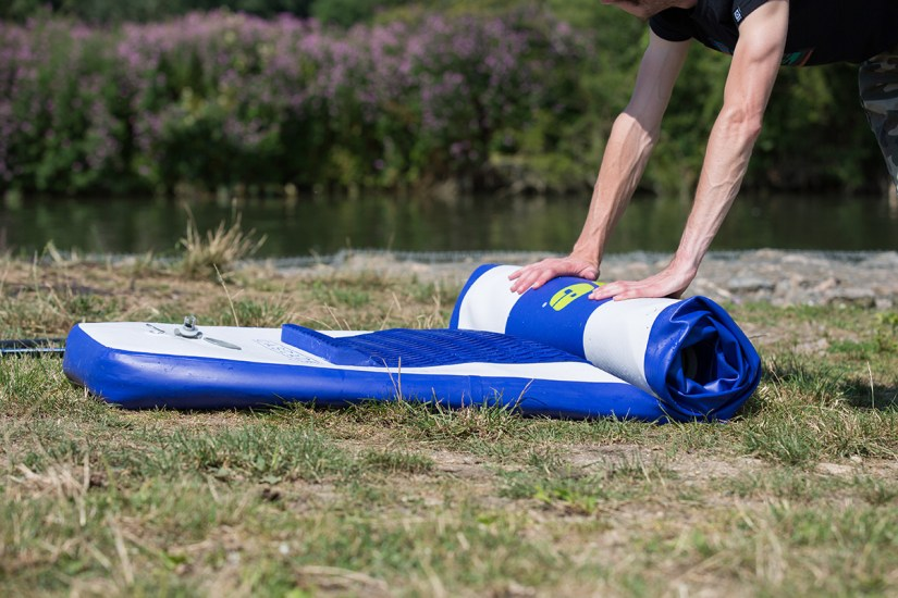 Introduction to SUP - Rolling the paddleboard up