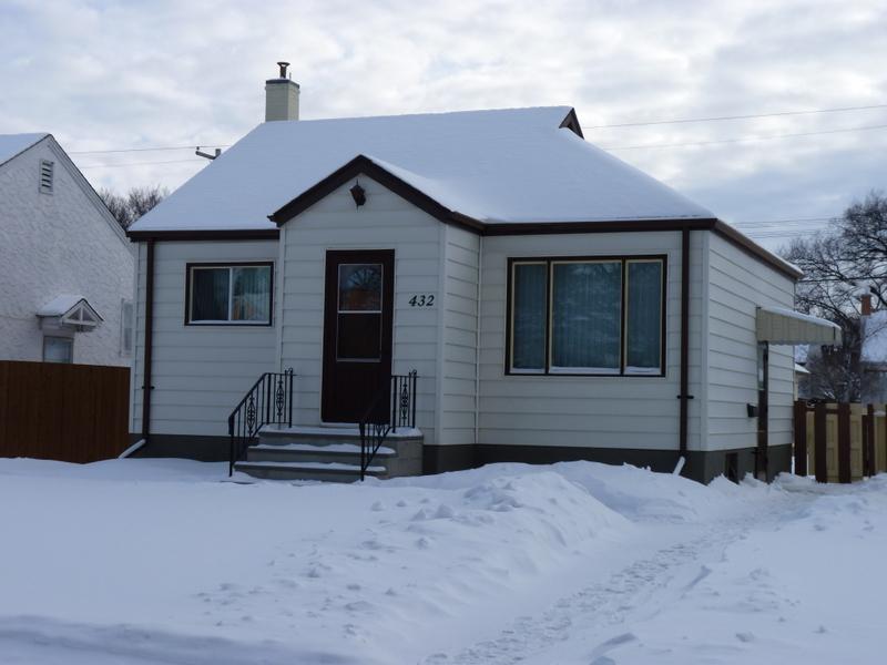 Sold Year Round Home 432 Smithfield Ave Winnipeg Winnipeg Manitoba Canada Ateah Realty