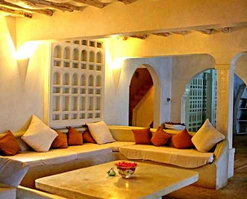 Sambweni Beach cosy house