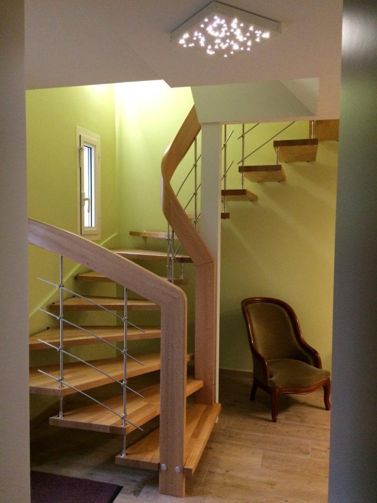 Escalier suspendu modèle NOVA 1/2 tournant en hêtre