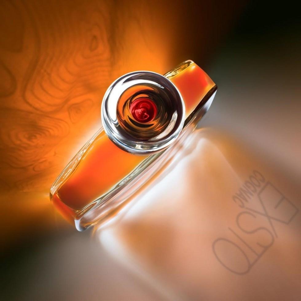 bouchon de verre sur bouteille de cognac Exsto