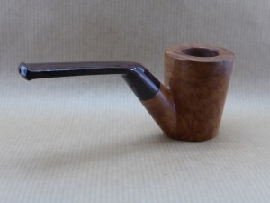 right view of a Horizon collection pipe worked with briar
