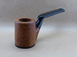front view of a Horizon collection pipe worked with briar and ebony