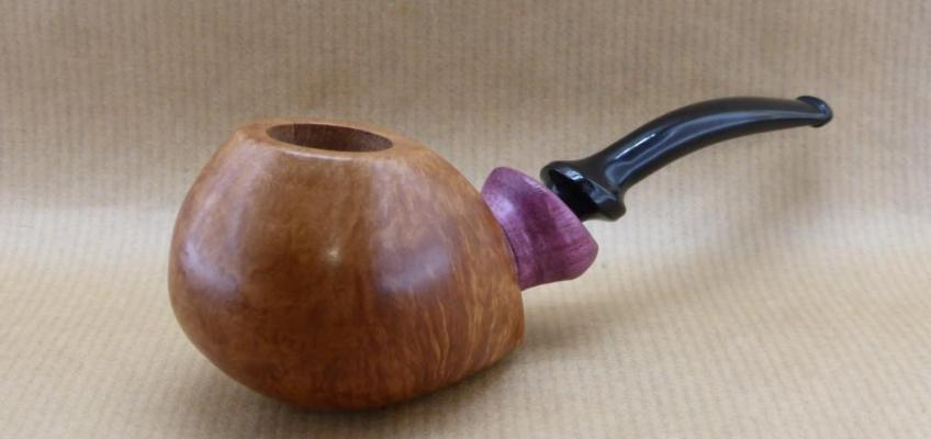 "Front view of my pipe ""Arramite"" : Briar and Amaranth wood."