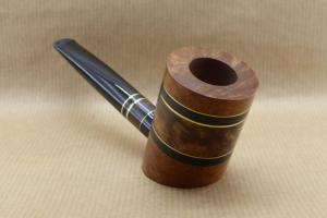 """Front right view of a contemporary tobacco pipe from the collection """"COLORS"""". No3 Thuyawood burl."""