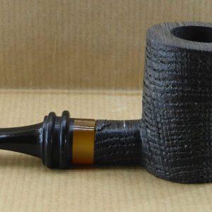 Superbe pipe à tabac en chêne des marais ou Morta, avec sa virole acrylique façon ambre.