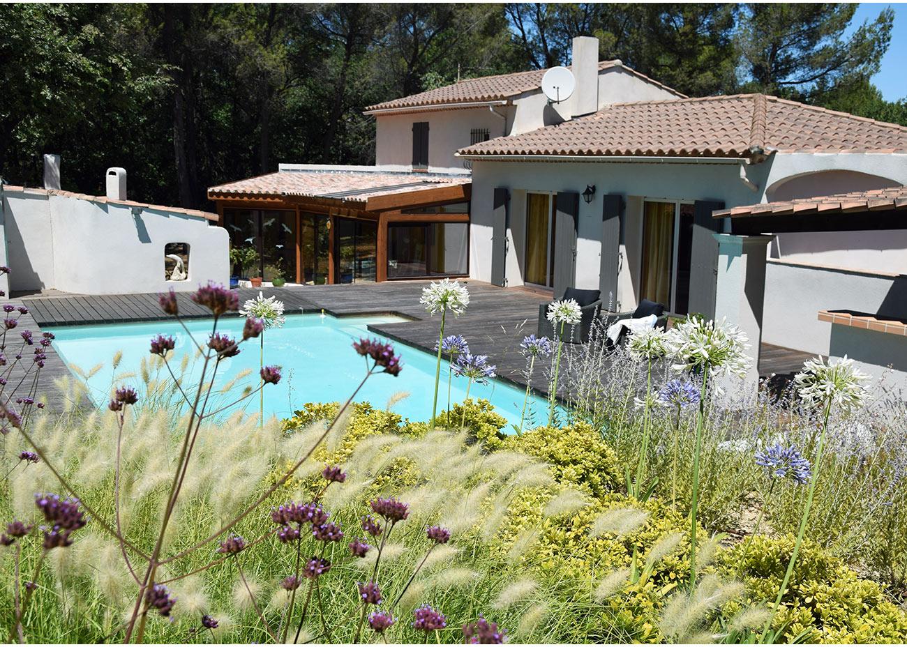 jardin graphique piscine relookee