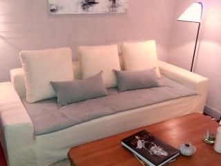 housse de canapé avec sofacover en lin et coussin déco