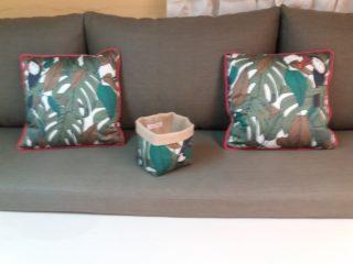 création d'une banquette en lin kaki et coussins avec tissu Talamanca