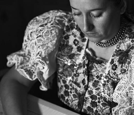 Janka Beňová zo Zvolenskej Slatiny a jej krásne výšivky krivou ihlou