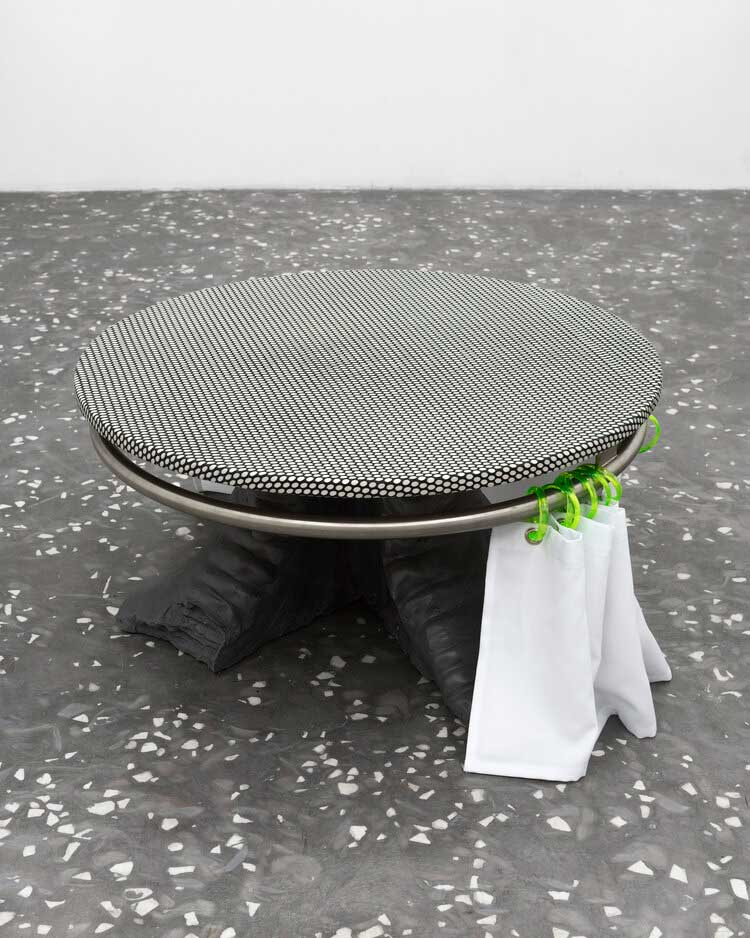 Dozie Kanu - under the table, 2017