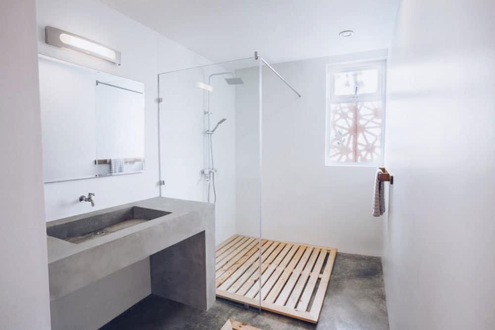 Sencillo a Stylish Minimalist Lagos Beach House Bathroom