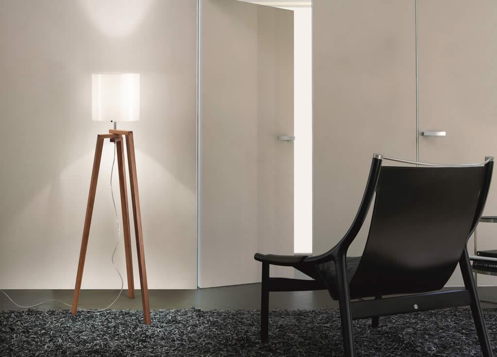 Vloerlamp houten driepoot met glas