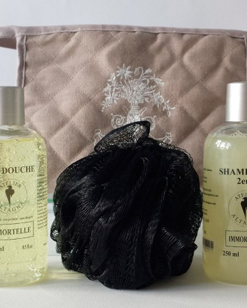 trousse-toilette-atelier-altagna-corse-savon-shampoing-immortelle