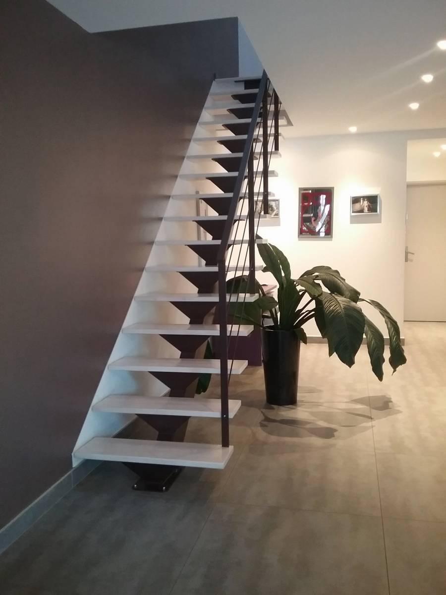 escalier en mtal  limon central st rmy de provence 13  Atelier des Escaliers Aubaret