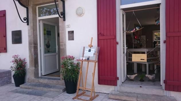 Entrée de Banaka - boutique de créateurs à Cambo Les Bains