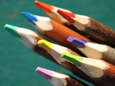 crayons de couleurs teintes estivales en branches fabrication artisanale française atelier du crayon