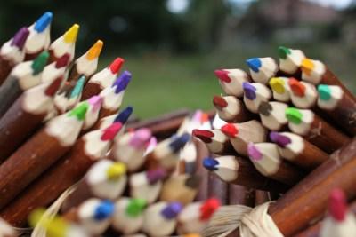 travail d'artisans : crayons en branche