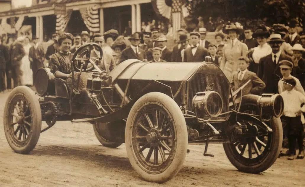 Les femmes et les courses automobiles 1902 Newton Cuneo Joan