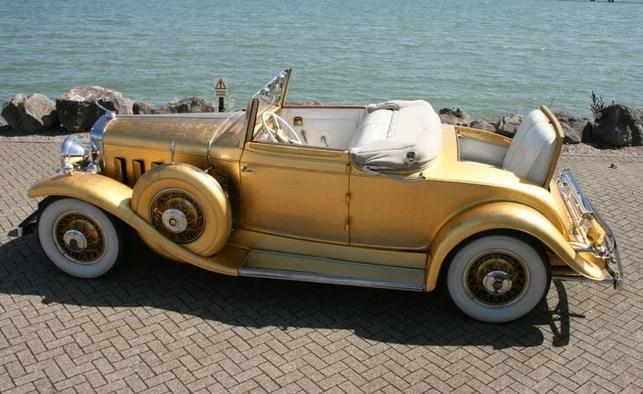 Cadillac enor de Liberace vendue aux enchères a une histoire qui la rend unique Elle a appartenu au pianiste qui fut l'artiste le mieux rétribué au monde
