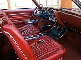 olsmobile toronado 1966 habitacle oldsmobile toranado 1966 Oldsmobile Toronado Article rédigé par Daniela DAUDE artiste Mobilier avec pièces auto moto 1966 La Toronado était à sa sortie la traction avant la plus puissante du monde.