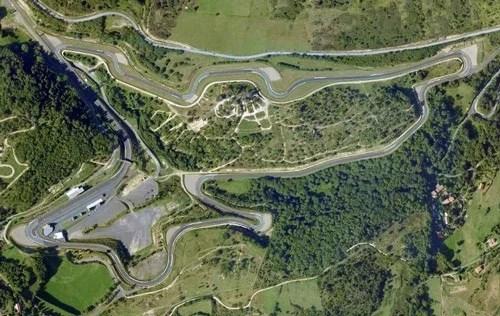 Pour Piloter sa voiture sur Circuit Charade : Voici les infos : Coordonnées du circuit, détail du tracé, vue aérienne, calendrier et inscription des prochaines sorties...