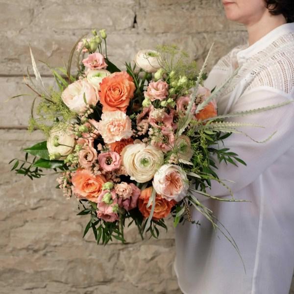 bouquet-pecher-mignon-atelier-lavarenne-fleuriste-lyon