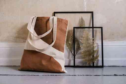 Tote Bag Earthy von monk & ANNA zusammen mit Moebe Rahmen