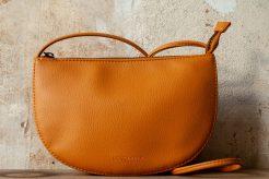 Farou half moon bag burnt orange von Monk & Anna