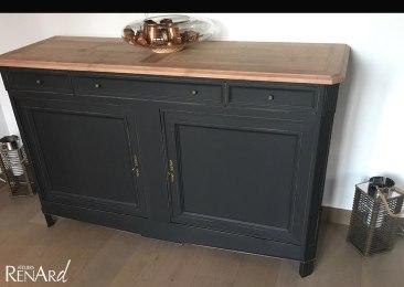 Meuble peint en noir mat et bois naturel