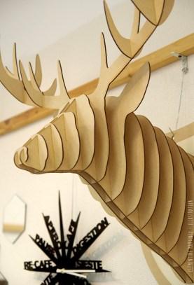 Trophée tête de cerf en bois