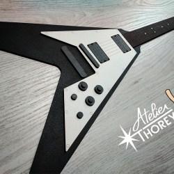 Guitare électrique flying en bois (déco murale)