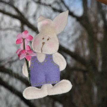 Bennie heeft een bloemetje voor Bonnie